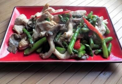 Nấm Hào hương xào thịt gà và măng tây